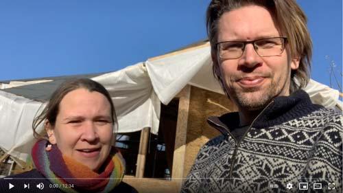 Præsentation af halmballehuset på Friland